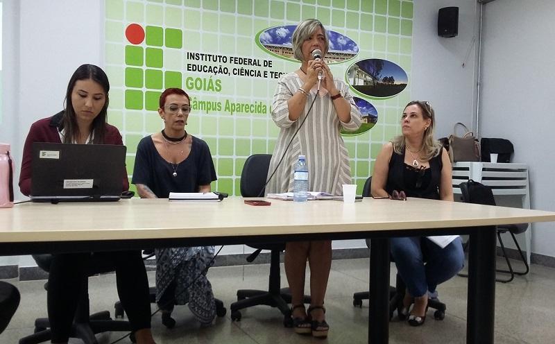 Professora Oneida Irigon, pró-reitora de Ensino, abriu o encontro