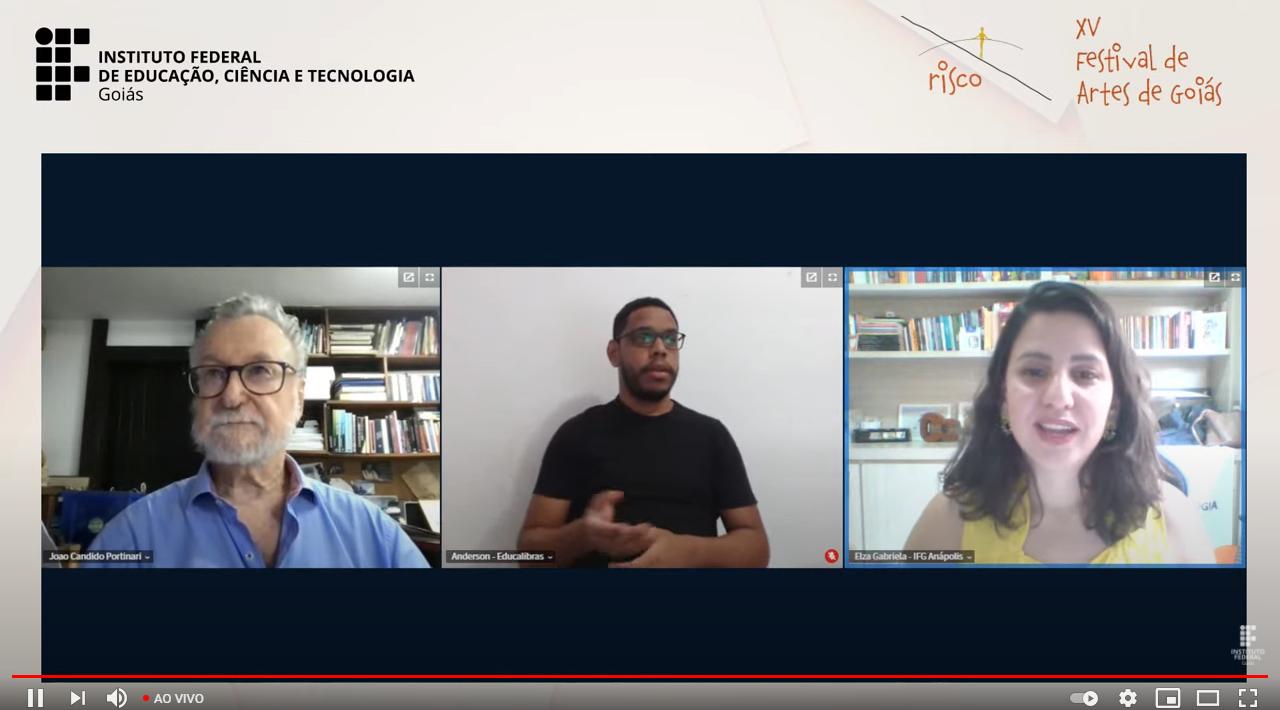 João Portinari fez a conferência mediada pela professora Elza e traduzida em Libra pelo intérprete Anderson